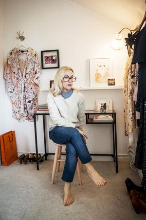 Under många år bloggade Linda  om stil och mode men nu satsar hon på sitt Instagramkonto @hem_och_garderob, där hon varvar inredning, stil och livets goda.