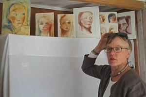 Både verkliga och påhittade porträtt i akvarell av Elena Sahlin, fritidsboende i Trösten, Bergsjö.