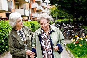 Marta Angerlid och hennes dotter Birgit Ekblom har båda lång yrkeserfarenhet från vården. De reagerade över den långa väntan på akutmottagningen.