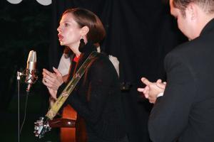 Karla-Therese Kjellvander & The Rockridge Brothers avslutade med härlig bluegrass. Då kom också de första regndropparna under kvällen.