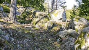 Sorunda fornborg  är en av de 182 fornlämningar i kommunen som ligger i riskzonen för framtida skred.