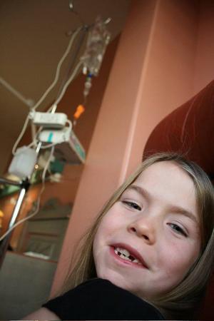 Barnkanalen i SVT visar 22 april en  dokumentär om när Hanna från Torvalla opererar bort sina halsmandlar.