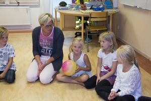 Vad tycker du har varit roligast i sommar, undrade fröken Maria Högman och skickade runt en boll.