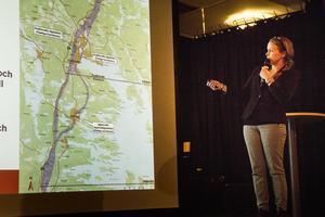 Susann Sandegård, WSP, förklarade de grova dragen kring de korridoralternativ som finns för dubbelspåret genom Hudiksvalls kommun.