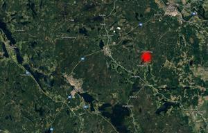 Det branddrabbade sågverket ligger strax norr om Karbenning. Bild: Google Maps