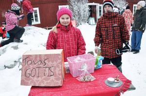 Affärerna gick bra för Tova Prestberg, 10, som hade gottisbutik, det mesta av godiset hade hon bakat själv.
