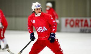 Alexander Zitouni fortsätter gärna spela landslagsbandy för USA.