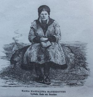 Maria Magdalena Mathsdotter spände1864 på sig skidor och begav sig ner till Stockholm för att utverka kungens hjälp med att etablera skolor och barnhem åt de samiska barnen.