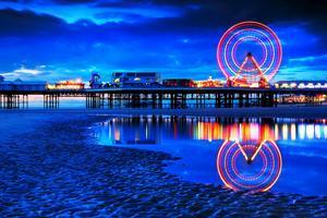Blackpool Pleasure Beach om natten.