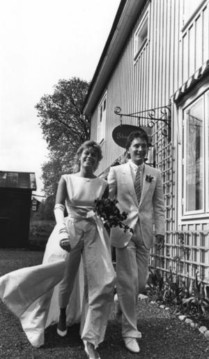 NYGIFTA. Tomas gifte sig med Marie Andersson 1983. Hon, liksom han, kommer från en enkel bakgrund även om hennes pappa Stikkan Andersson blev skivbolagsmiljonär.