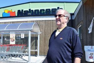 """Björn Johansen är stolt över sin butik Nabocash och tror stenhårt på gränshandeln i Storlienområdet. """"Annars hade jag inte satsat 40 miljoner"""", säger han."""