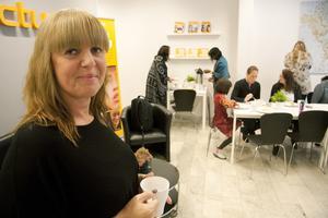 Startar eget. Åsa Holmberg var en av totalt nio deltagare som nyligen avslutade starta eget-utbildningen med att  presentera sin affärsplan. I januari planerar hon att vara igång med sin egen bokföringsbyrå. Foto: Magnus Westberg