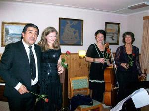 Proffsmusikerna Juanjo Passo och Trio Quinta uppträdde i Tullingsås bylokal.