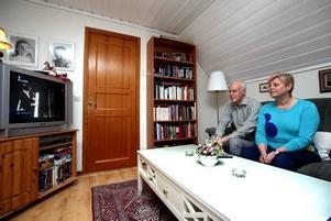 Lars och Lena Ernman satt bänkade framför tv:n när Eurovision song contest drog i gång i går. Ingen av dem var speciellt oroliga för dotterns framträdande.–Malena har nerver av stål och brukar klara svåra situationer, säger Lena.