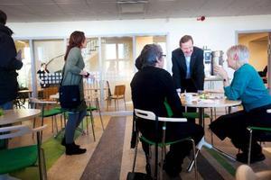 Socialtjänsten nya lokaler på Rådhusgatan är arbetsplats för drygt 130 personer och ska vara bättre ur säkerhetssynpunkt, enligt socialchef Dan Osterling.