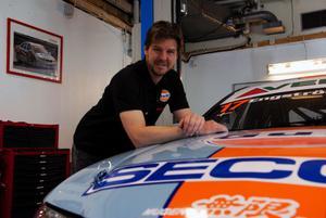 Det blir en fortsättning i STCC för Tomas Engström. Sedan 2002 har han rattat en Honda och det fortsätter han med nästa år.