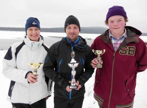 Här är vinnarna i Målingspimpeln 2014. Jane Larsson, bästa dam, totalvinnaren Daniel Eriksson och Isak Bergström-Trygg, som pimplade bäst bland ungdomarna