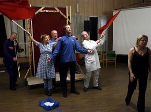 Teater. Skribenten ifrågasätter Skinnskatteberg kommuns stöd till Teatermaskinen i Riddarhyttan. Bilden togs vid en föreställning 2006.                Foto: Per G Norén/arkiv