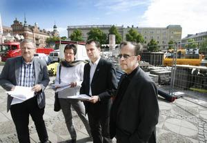 Roland Ericsson, C, Inger KällgrenSawela, M, Per-Åke Fredriksson, FP och Lennart Ahlenius, KD, vill prioritera socialnämnden, skolan och omvårdnaden i budgeten.