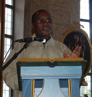 Gränslös gemenskap. Fares Kakulima, domprost i Karagwe stift i Tanzania, önskade ett ännu bättre samarbete mellan kristna församlingar i Tanzania och Sverige. Foto:Dan Havemose