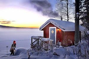 Tomten hälsade på Leif Jäderberg i hans stuga i Hälsingland 4:e december 2010...