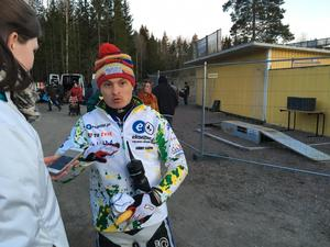 Andrej Karpov hann byta ett fåtal ord med Sporten innan han lämnade arenan i Hallstavik.