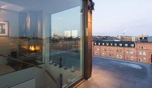 Runt hela bostadsrätten finns mer än 100 kvadratmeter altan.