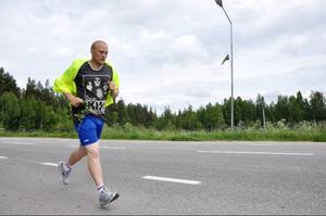 Hemvändaren Joakim Dahlberg sprang två kilometer för lag