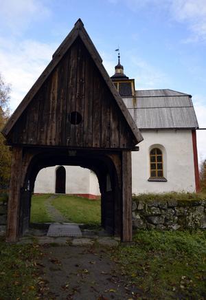 Ytterlännäs gamla kyrka. Här sägs prästen Laurentius Hornaeus som var ansvarig för häxjakten ligga begravd.