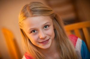 Natalie Paulsson Bixo går i sjunde klass i Ås. På fritiden skriver hon mycket, men hon gillar också att spela gitarr och pingis.