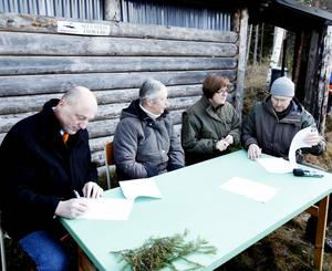 16 november 2011 skrevs ett avtal om bygdepeng till Jädraås, med anledning av vindkraftsparken. Lars Sjödin, Ockelbos kommunchef, skrev under tillsammans med Elisabeth Henningsson, ordförande i byrådet, samt Elisabet Salander Björklund och Björn Risby från Bergvik skog.