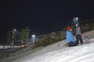 Patrik Kåla hjälper Julia Dyrsmeds att hoppa för första gången.