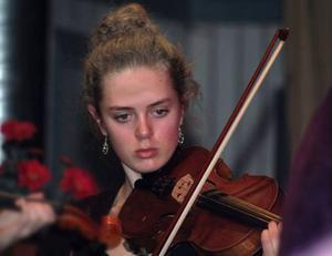 Britta Sterner är en av många väldigt duktiga violinister i kulturskolan i Svensavik.