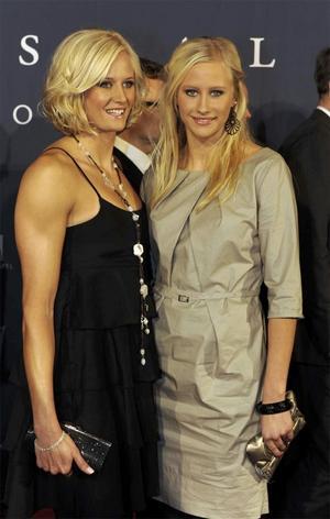 Carolina Klüft med systern Martina anländer till Idrottsgalan i Globen.