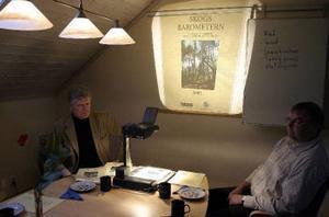 Lennart Broman, Föreningssparbanken, och Ingemar Olofsson, LRF Konsult, hade rest till Callans Trä i Erikslund för att presentera årets Skogsbarometer.