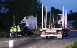 I juni 2015 omkom en man i en frontalkrock med en lastbil på E16 strax norr om Amsberg.