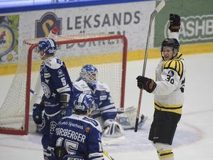 Brynäs tog ledningen med 2–0 i den första perioden, via Jonathan Pudas och sedan Daniel Paille.
