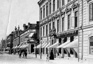 PREMIÄR. Sitt första framträdande som Delsbostintan gjorde 26-åriga Ida Gawell i Stadshuset Gävle 1895.