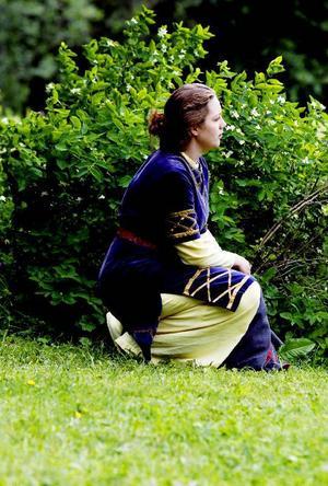 Linda Åkergren spelar Arnljots trolovade Gunhild.