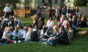 Senare på kvällen ökade publikantalet som besökte Stenegård och tog del av musiken.