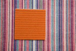 En textilmatta är mjuk att gå och sitta på. Dahl Agenturer har de båda ullmattorna i sitt sortiment. Foto: Dahl Agenturer