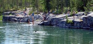 Varma sommardagar är publiktillströmningen till den vackra badplatsen mycket stor.