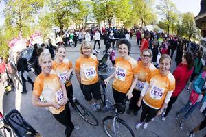 Erica Nordin, Sara Öwall, Mirjam Schärström, Dorothea Lagrange, Maria Flygar och Helena Jansson sprang för Sätra hälsocentral och Landstinget.