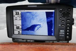 Vid Minnesgärde börjar det synas en bild av ett vrak som ligger tio meter under oss. Det känns väldigt spännande. Foto: Jan Andersson