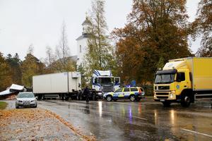 Trafiken dirigerades om, genom Bergsjö, efter olyckan.