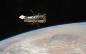Varför ser experterna inte upp? Det verkar som de missat något, det vill säga rymdskrotet och satelliterna, tycker insändarskribenten. Foto: Scanpix/AP/NASA