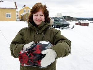 """Till helgen får Sandra Erlandsson, 16 år från Aspås, börja köra sin mammas skoter.""""Jag har längtat efter den här dagen"""", säger hon."""
