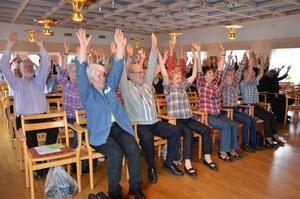 Sittgympa. Sittgympa var en aktivitet som de cirka 100 deltagarna på Seniordagen i Casselgården fick prova på.