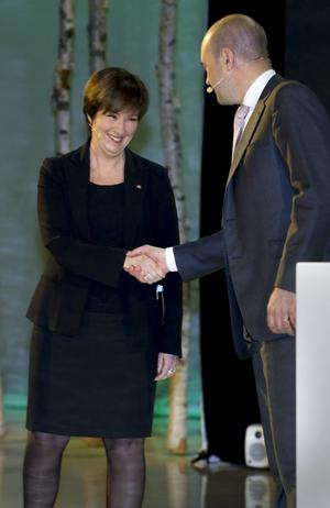 Handslag krävs. I ett oklart läge i riksdagen behöver Socialdemokraterna och Moderaterna samarbeta.foto: scanpix