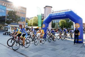 60-talet cyklister trampar 116 mil i kampen mot barncancer.